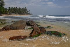 与石头的异乎寻常的风景在海洋,海 图库摄影