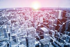 与高速数据和互联网通讯网络的现代都市地平线 免版税库存图片