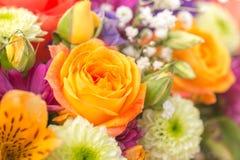 与黄色玫瑰,8次行军天,欢乐背景的概念的花花束 免版税图库摄影