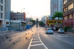 一个安静的邻里的街道视图 图库摄影