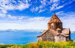 一个老Sevanavank教会的风景看法在Sevan,亚美尼亚 免版税库存图片