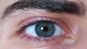 一双美丽的人的蓝眼睛的特写镜头 人` s面孔 影视素材