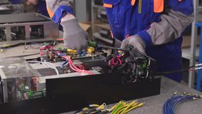 一名电厂工作者装配一套电源装置 影视素材