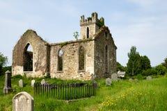 一点一个典型的爱尔兰风景的教会在威克洛山脉在爱尔兰 免版税库存照片