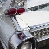 一辆古老豪华汽车的后方的特写镜头 免版税库存图片
