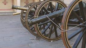 一门生锈的大炮城市宫殿,斋浦尔外 免版税库存照片
