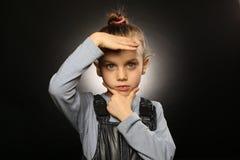 乌克兰女孩,5-9岁,在总体,握手在严肃,脸蛋漂亮 库存图片