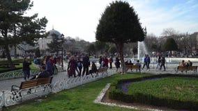人们走在Sultanahmet广场的,伊斯坦布尔,土耳其老  影视素材