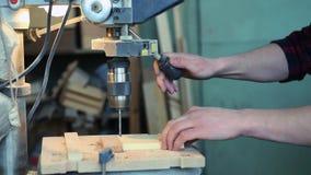 人操练木块 影视素材