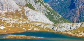 五颜六色的秋天风景在意大利阿尔卑斯,白云岩,意大利,欧洲 免版税库存图片