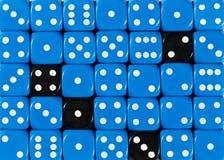 任意被定购的蓝色背景切成小方块与四个黑立方体 免版税库存图片