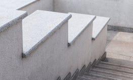 从一块灰色石头和花岗岩的城市梯子 一架梯子在城市 免版税库存图片