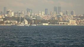从博斯普鲁斯海峡海峡的Sityscape伊斯坦布尔,土耳其现代distruct的有摩天大楼的 在4K UHD,3840的录影 股票录像