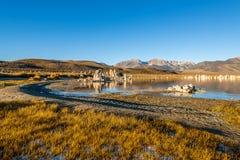 从南凝灰岩地区的日出在莫诺湖 免版税库存照片