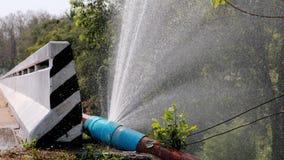 从大pvc水管用途的水流动的损失保存行星资源想法概念的 股票视频