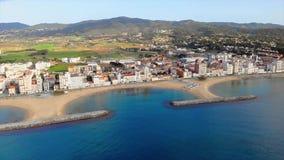 从小村庄桑特安东尼从西班牙的de卡隆赫的空中寄生虫英尺长度,在布拉瓦海岸 影视素材