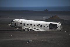 从左边的Airlane击毁 在冰岛在夏天 免版税库存图片