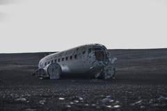 从前方的飞机击毁 在冰岛在夏天 库存照片