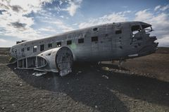 从前面右边的Airlane击毁 在冰岛在夏天 免版税库存照片