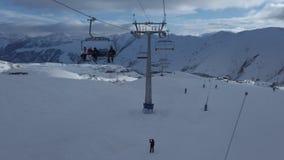 从滑雪电缆车的看法在冬天季节的滑雪场 股票录像