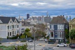 从阿拉莫广场,旧金山的财政区地平线 库存照片
