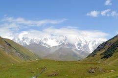 从Ushguli的白种人山景 免版税图库摄影
