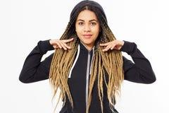 佩带黑hoody的年轻美国黑人的少年女孩画象  库存图片