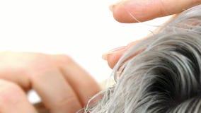 使用梳子慢动作特写镜头的展示理发 影视素材