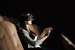使用VR的年轻美女 3d概念 免版税库存图片