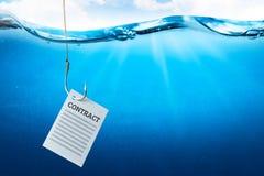 作为诱饵的合同在水面下一个钓鱼钩有鱼的 库存例证
