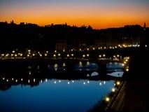 佛罗伦萨和亚诺河河在晚上 免版税库存照片