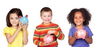 保存与他们的存钱罐的孩子 库存照片