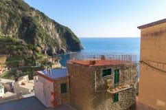 俯视海的大阳台在一个房子在里奥马焦雷,5里terre 意大利利古里亚 免版税库存照片