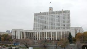 俄罗斯的白宫大大厦在莫斯科市自在秋天的白天 股票视频