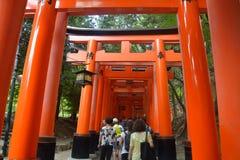 Ä Fushimi Inari Taisha ¼  è¦ ‹ç¨ ² è ·å¤§ç¤ ¾ ist der Hauptschrein von Inari, gelegen in Fushimi-ku, Kyoto, Japan Stockfoto