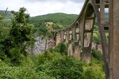 Ä  urÄ ` eviÄ ‡ Tara most w parku narodowym Durmitor w Montenegro Obraz Royalty Free
