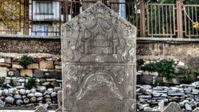 Ä°zmir, Turkije - Maart 31, 2013: Een grafsteen van Smyrna, een Oude Griekse die stad bij Egeïsche kust van Anatolië wordt gevest Stock Foto