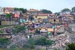 Äcklig olaglig förrådsplatsskamfläck i slumkvarteret Royaltyfria Foton