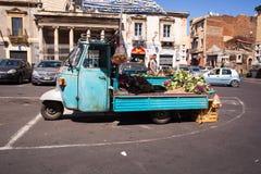 Äffen Sie das Auto nach, das für den Verkauf des Gemüses benutzt wird Stockfotografie
