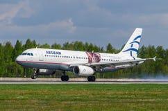 Ägäische Fluglinien Airbusses a320, Flughafen Pulkovo, Russland St Petersburg im Mai 2016 Stockfotos