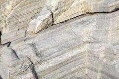 Ägäische Küsten- und Marmorfelsen in Aliki, Thassos-Insel Stockfoto