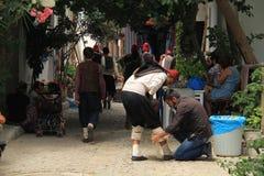 Ägäischer Bereich - Tenedos-Insel, die Schauspieler und die Kostüme eines Liebesgeschichteletztbuchstabefilms Lizenzfreie Stockfotografie