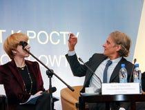 Ägare av anchorwomanen för television för fotografi för system för bankTinkoff kreditering Oleg Tinkov den populära Arkivbild