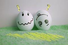 Ägg är roliga med framsidabegrepp av gåshud Arkivbild