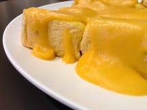 Ägg ångat vaniljsåsbröd arkivfoto