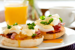 Ägg Benedict Breakfast Arkivbilder