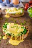Ägg benedict med spenat Fotografering för Bildbyråer