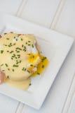 Ägg Benedict rostade ägg och holla för engelska muffin skinka tjuvjagade Royaltyfria Foton