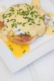 Ägg Benedict rostade ägg och holla för engelska muffin skinka tjuvjagade Arkivbilder