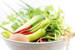 Ägg chili, grönsaken, grönsakzucchinin, minnestavlor färgade royaltyfri bild